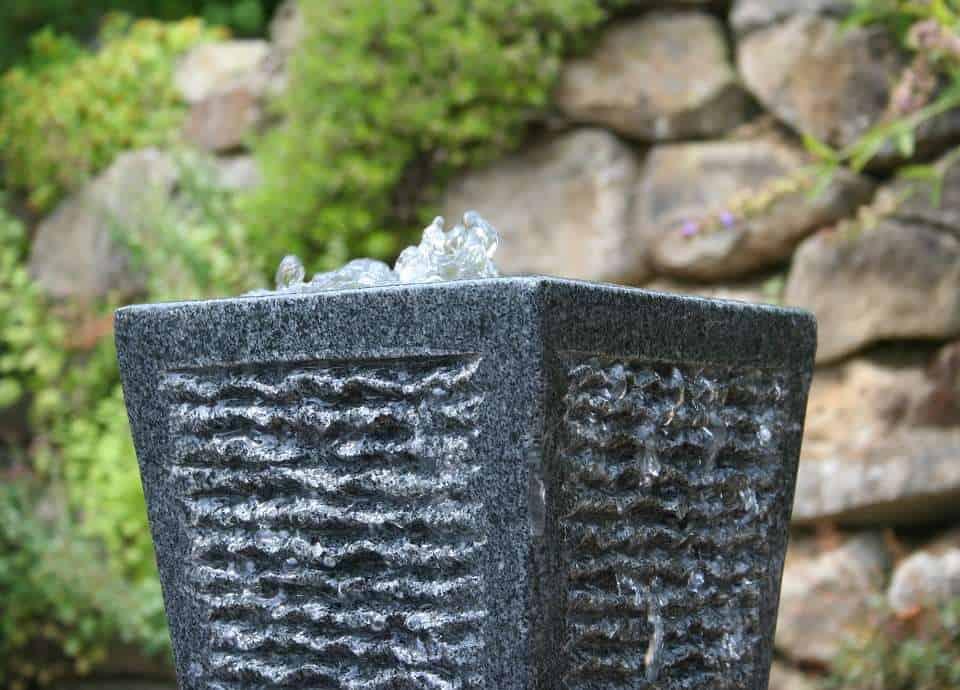 Gartenbrunnen und Quellsteine aus Granit