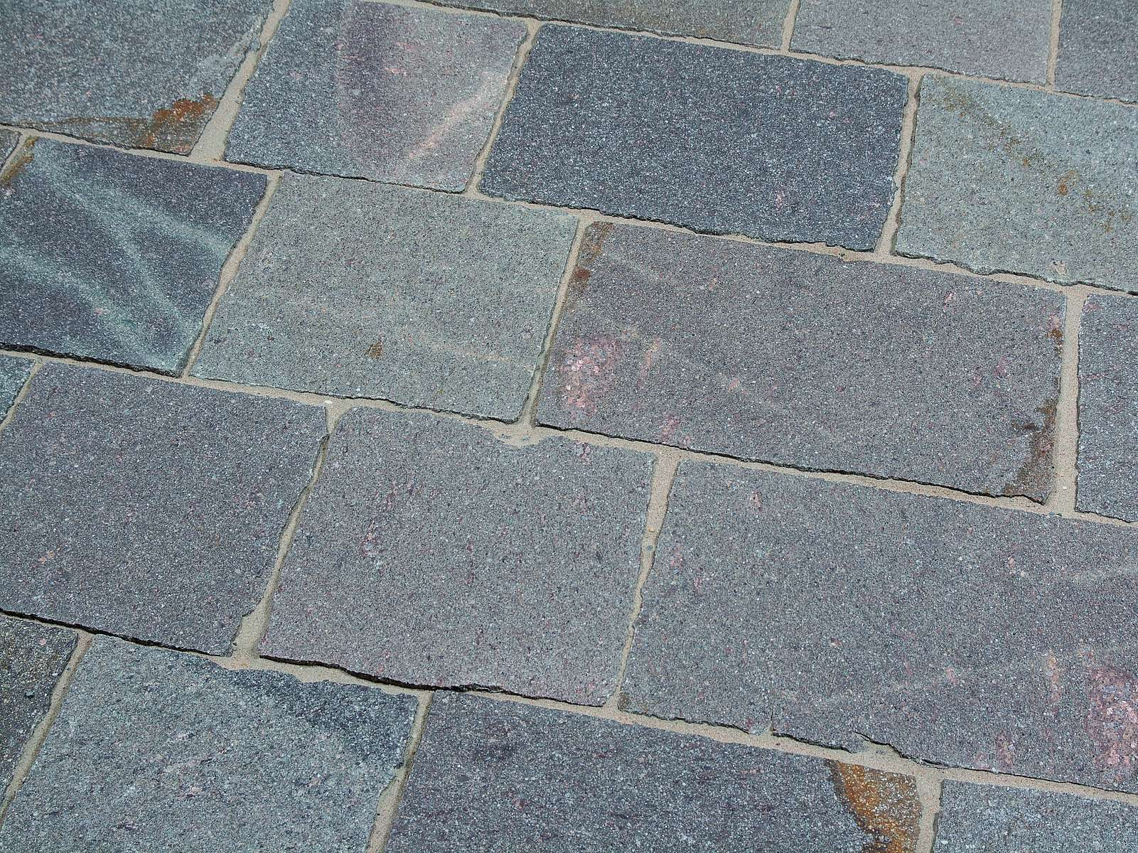 Porphyrplatten aus Italien sind der Klassiker.