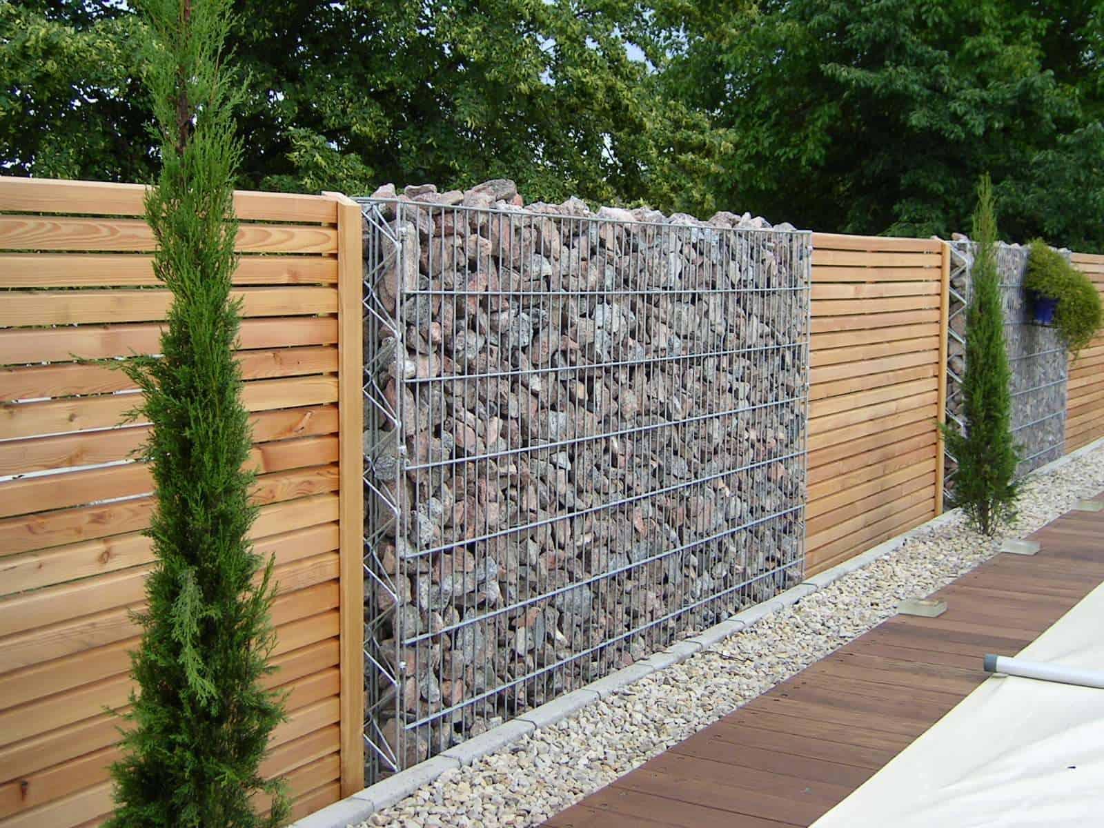 Steinzaun Pergone mit Holz