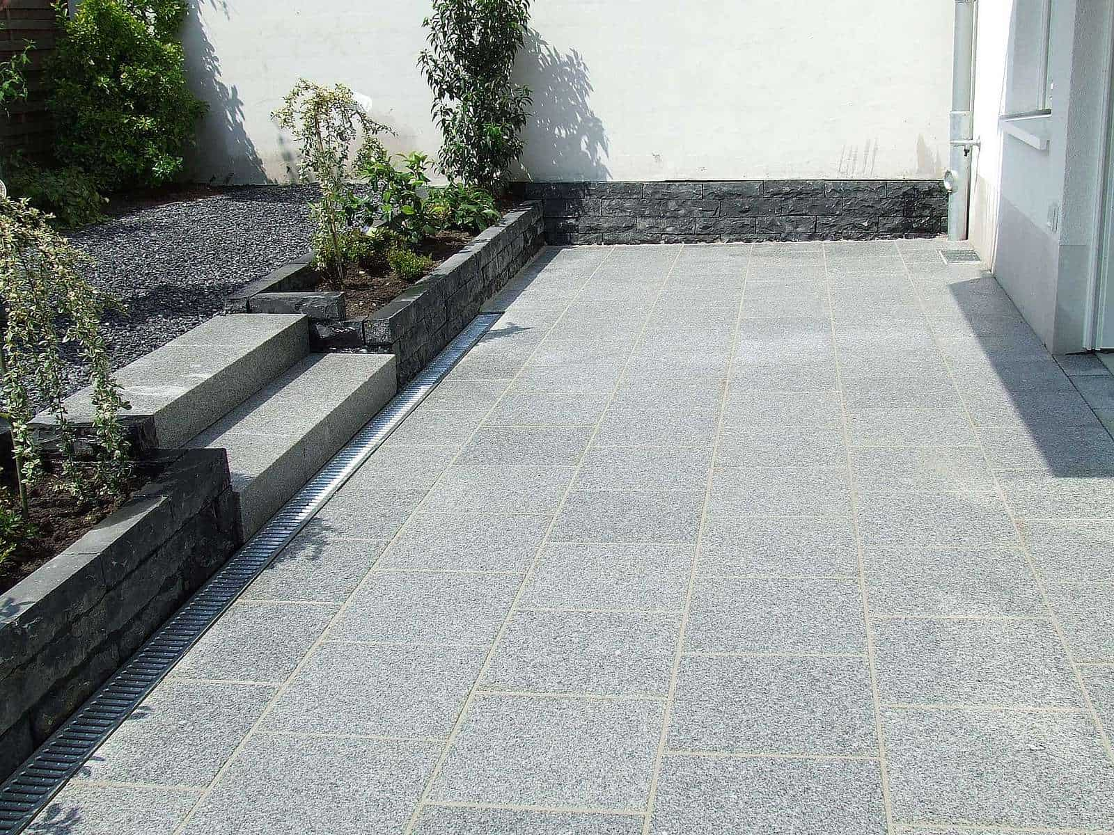 Terrassenplatte Granit Kristall grau