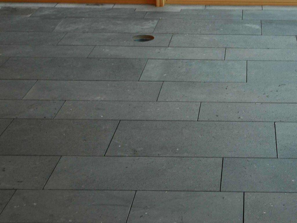 Natursteinplatten aus Mendiger Basaltlava