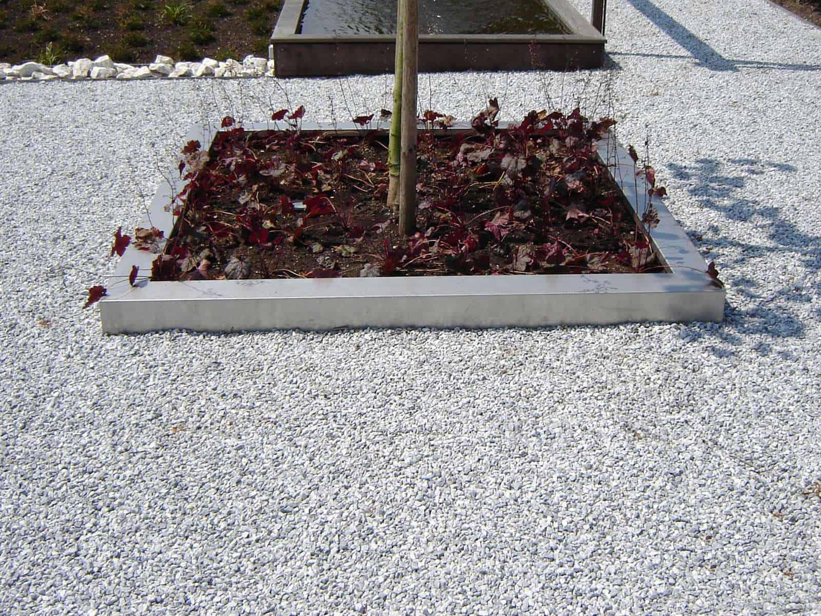 Steingarten modern mit Icy Blue Splitt