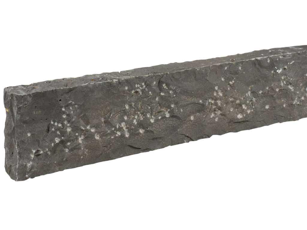 Randstein Basalt schwarz gespitzt