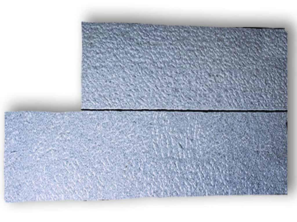 Stele Granit Kristall grau gespitzt