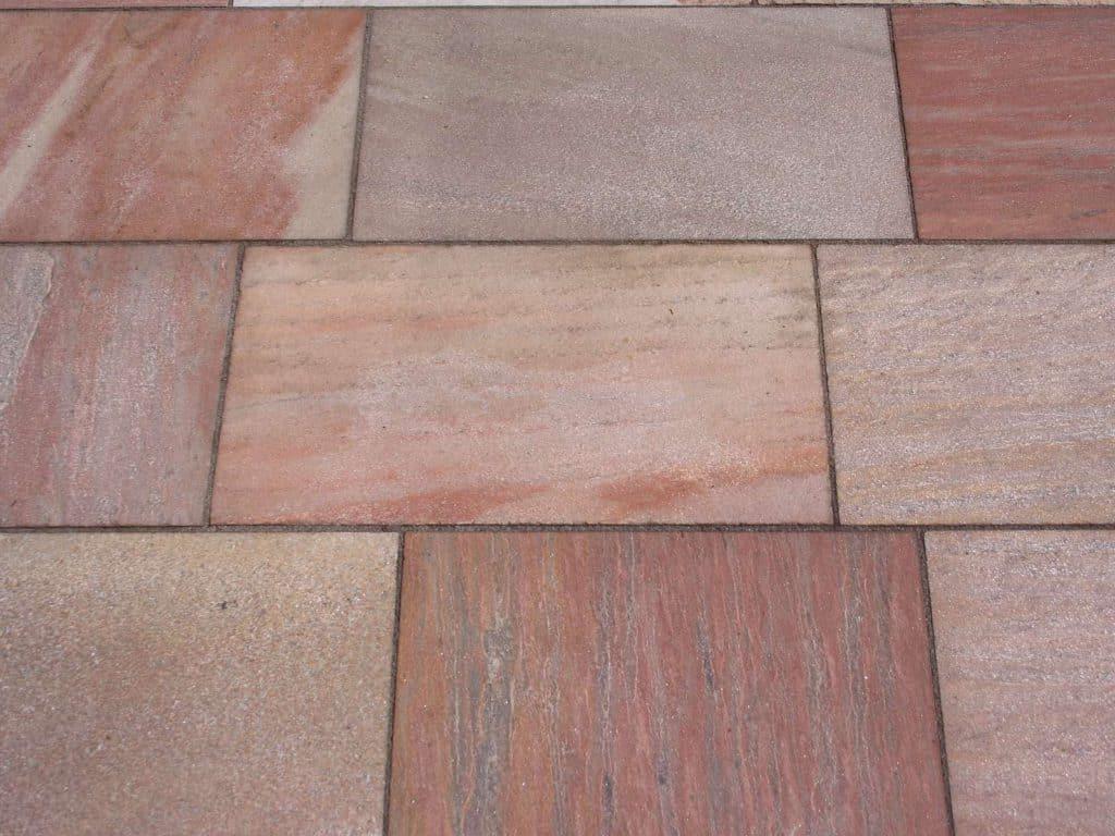 Terrassenplatten aus Risea Quarzit