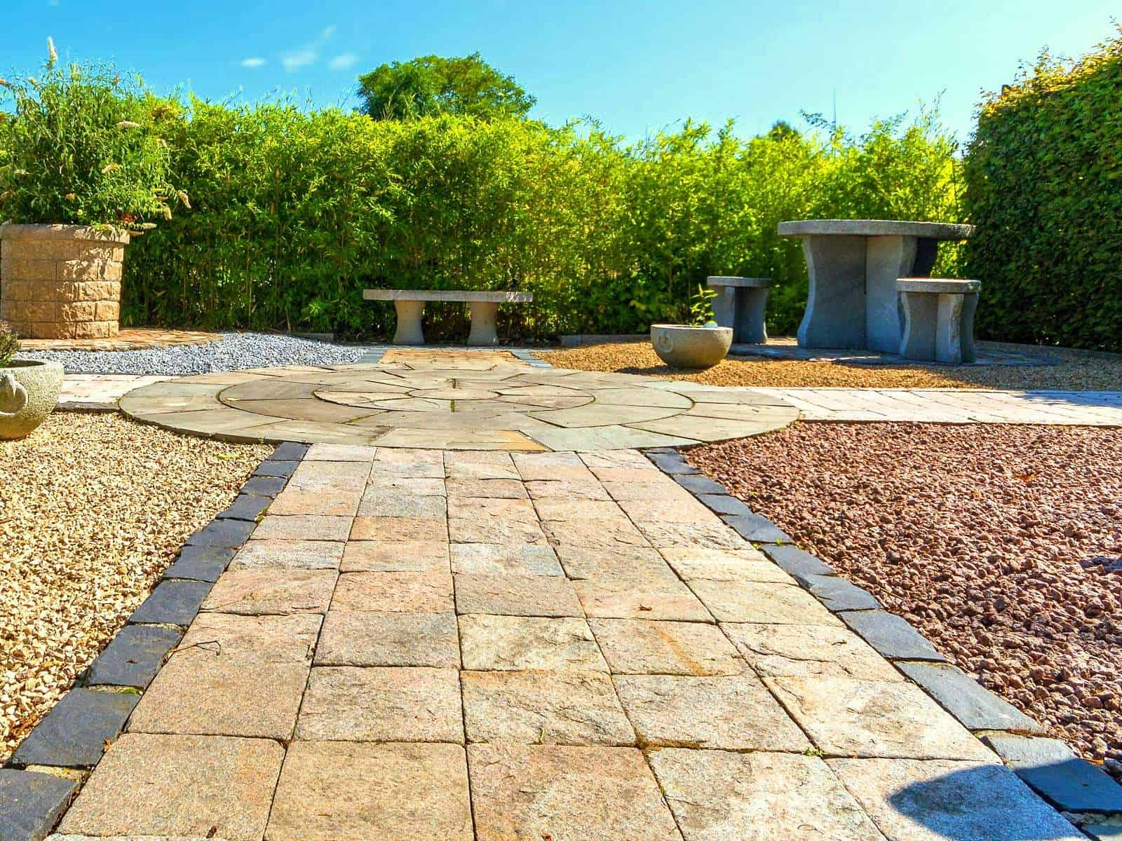 Gartenweg und Splittflächen bei BioTopic