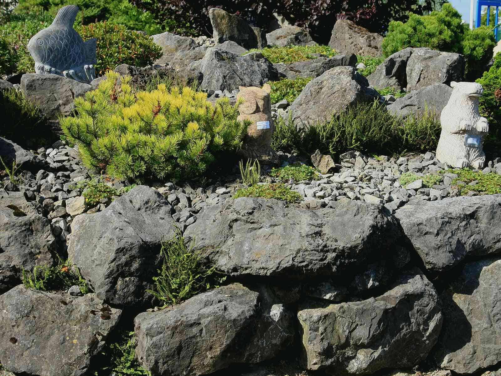 Zyklopenmauer aus Kalksteinfelsen