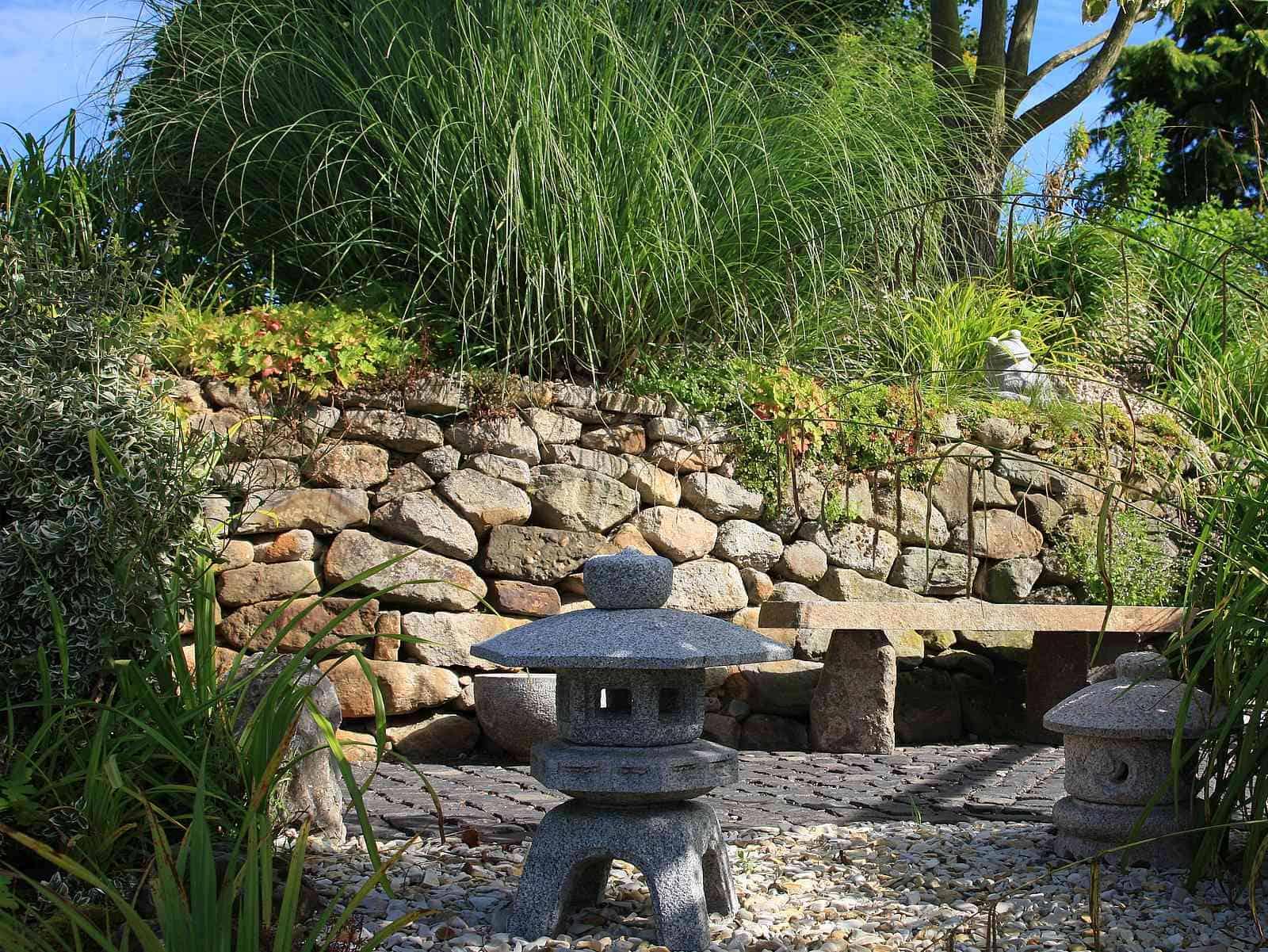 Trockenmauer aus Ibbenbürener Sandstein